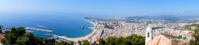 Испания. Коста Брава. Бланес. Panorama of Blanes in summertime. Costa Brava, Spain. Фото marina99 - Depositphotos