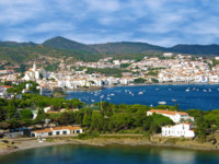 Испания. Коста Брава. Кадакес. View of Cadaques village in Costa Brava, Spain. Фото vilainecrevett Depositphotos