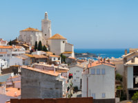 Испания. Коста Брава. Кадакес. Panorama of white village Cadaques, Spain. Фото Roman Tsubin Depositphotos