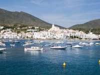 Испания. Коста Брава. Кадакес. The Village of Cadaques in Costa Brava, Girona (Spain). Фото Pere Sanz - Depositphotos
