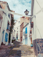 Испания. Коста Брава. Кадакес. Detail of the typical stone street of Cadaques. Costa Brava. Фото romantsubin - Depositphotos