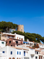 Испания. Коста БLandscape of this small Costa Brava village called Sa Tuna in Begur. Фото Alex Salcedo Desplans - Depositphotos