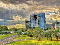 Buildings at Parkes Way road in Canberra, the capital of Australia. Фото Leonid_Andronov - Depositphotos
