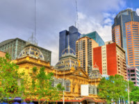 The Princess Theatre and skyscrapers in Melbourne - Australia, Victoria. Фото Leonid_Andronov - Depositphotos