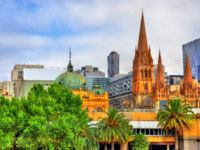 Flinders Street Station and St Paul's Cathedral in Melbourne, Australia. Фото Leonid_Andronov - Depositphotos