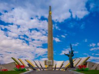 Stela, Minsk Hero city Obelisk, monument in Victory park. Bronze sculpture of woman, symbol of motherland, victory and freedom in Belarus. Фото pxhidalgo - Deposit