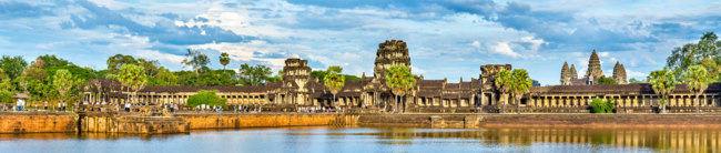 Камбоджа. Храмовый комплекс Ангкор. Panorama of Angkor Wat across the moat. A UNESCO world heritage site in Cambodia. Фото L.Andronov - Depositphotos