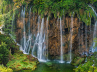 Клуб путешествий Павла Аксенова. Хорватия. Autumnal view of beautiful waterfalls in Plitvice Lakes National Park, Croatia. Фото Irochka - Depositphotos