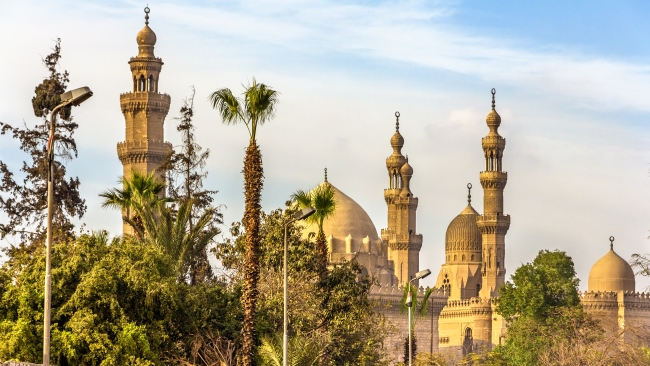 Из истории Египта. View of the Mosques of Sultan Hassan and Al-Rifai in Cairo - Egypt. Фото Leonid_Andronov - Depositphotos