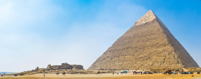 Из истории Египта. Giza archaeological site is one of the most popular places in Egypt. Фото efesenko - Depositphotos