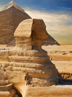 Египет. Гиза. Большой сфинкс. Sphinx and pyramid in the egyptian desert. Фото Givaga-Depositphotos