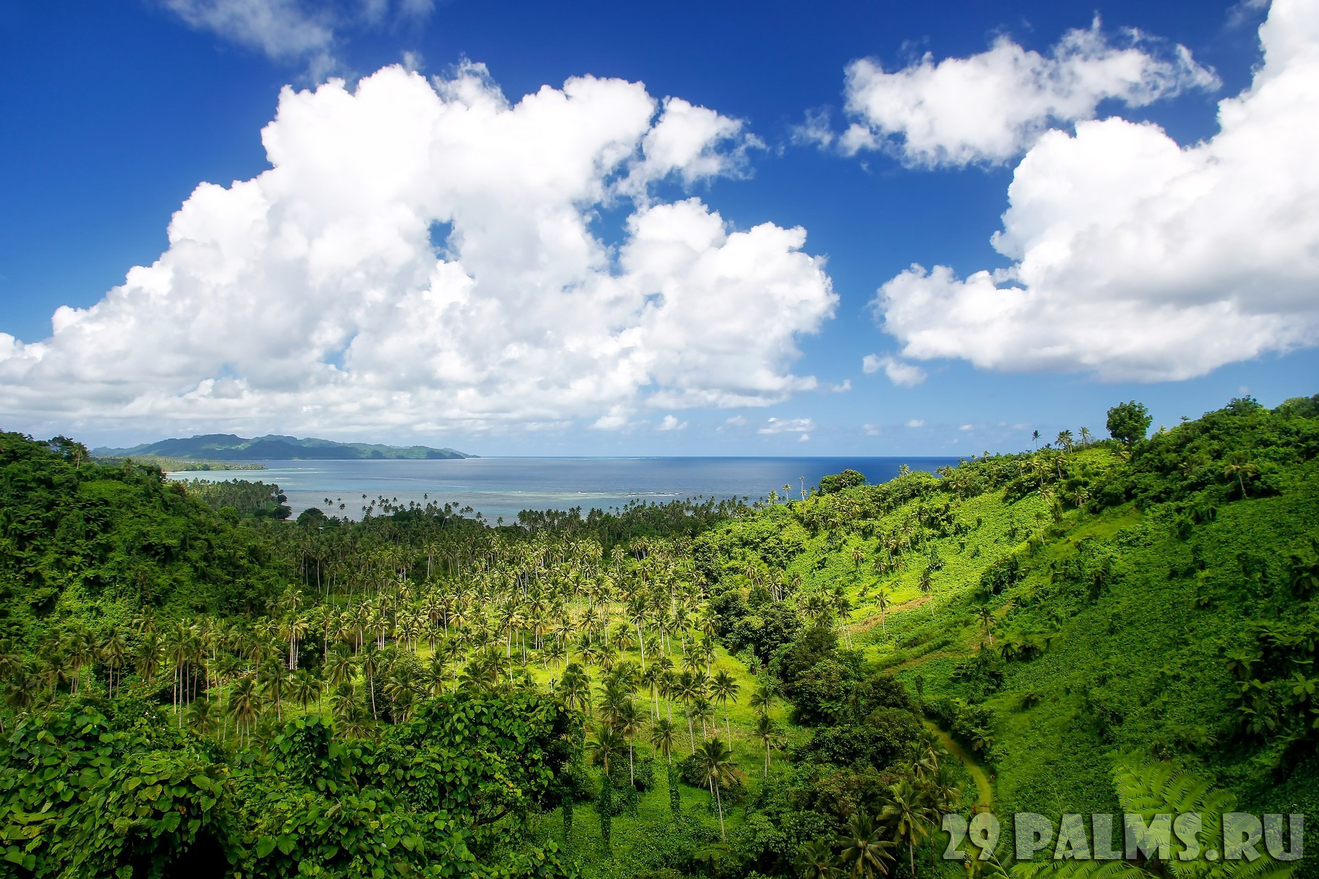 Фиджи. View of Bouma National Heritage Park and Somosomo strait on Taveuni Island, Fiji. Taveuni is the third largest island in Fiji. Фото DonyaNed