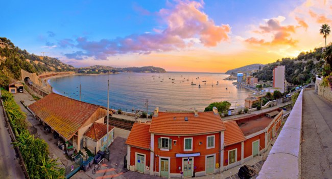 Лазурный берег Франции. Вильфранш. Villefranche sur Mer idyllic French riviera town sunset panoramic view, Alpes-Maritimes region of France. Фото xbrchx-Deposit