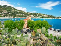 Лазурный берег Франции. Вильфранш. View of luxury resort and bay of Villefranche-sur-Mer, Cote d'Azur, french reviera, Nice and Monaco. Фото LiliGraphie-Deposit