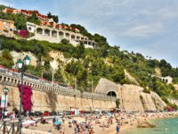 Лазурный берег Франции. Вильфранш. Beautiful sea beach on a sunny summer day. Villefranche-sur-Mer, France. Фото luziana - Depositphotos