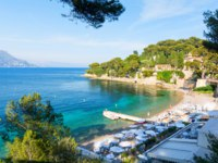 Лазурный берег Франции. Вильфранш. View on Paloma Beach near Villefranche-sur-Mer on french riviera, cote d'azur, France. Фото lukaszimilena - Depositphotos