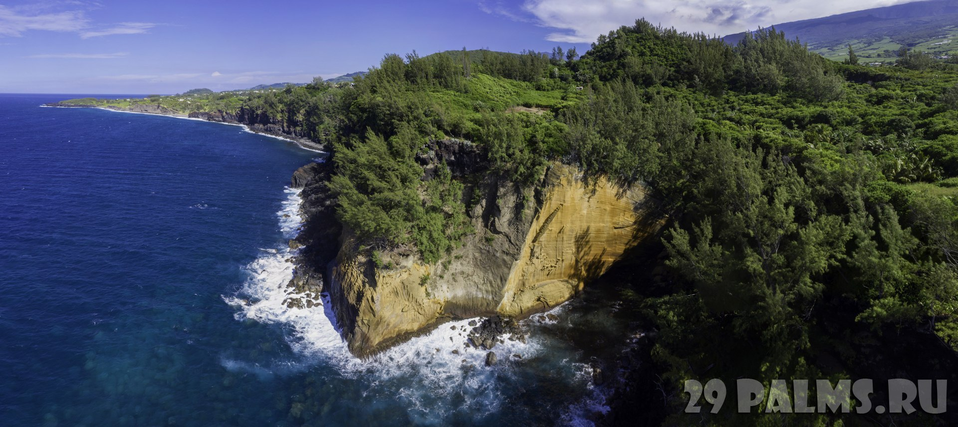 Заморские территории Франции. Остров Реюньон. Reunion Island Drone View Cap Jaune Yellow Cliff. Фото fabrice.my-lovely-planet.com - Depositphotos