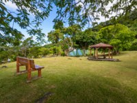Заморские территории Франции. Остров Реюньон. Pinic place during a sunny day at Saint Rose, Reunion Island. Фото fontaineg974 - Depositphotos