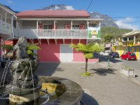 Остров Реюньон. Exterior of the colorful buildings at the town of Fond de Rond Point in Saint-Denis De La Reunion, France. Фото dchulov - Depositphotos