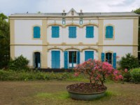 Остров Реюньон. Exterior of the old colonial building of the Museum of Villele in Saint-Gilles-les-Bains, Reunion island. Фото dchulov - Depositphotos
