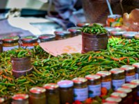 Заморские территории Франции. Остров Реюньон.  Red and green spice, Saint Paul market place, Reunion Island. Фото fontaineg974 - Depositphotos