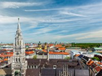 Германия. Мюнхен. View of Munich Marienplatz, Neues Rathaus and Frauenkirche from St. Peter's church. Munich, Germany. Фото D_Rukhlenko - Depositphotos