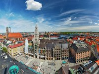 Германия. Мюнхен. Aerial of Munich -  Marienplatz, Neues Rathaus and Frauenkirche from St. Peter's church. Munich, Germany. Фото D_Rukhlenko - Depositphotos