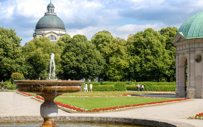 Германия. Бавария. Мюнхен. Английский парк. Nice view on the pavilion of diana in the center of munich (hofgarten) germany. Фото JimmyR - Depositphotos