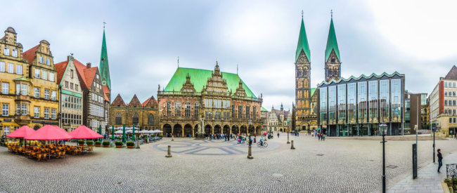 Клуб путешествий Павла Аксенова. Германия. Бремен. Famous Bremen Market Square in the Hanseatic City Bremen, Germany. Фото pandionhiatus3 - Depositphotos