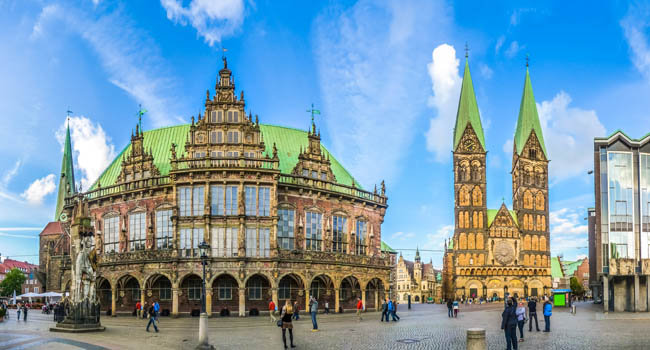 Клуб Павла Аксенова. Германия. Бремен. Famous Bremen Market Square in the Hanseatic City Bremen, Germany. Фото pandionhiatus3 - Depositphotos