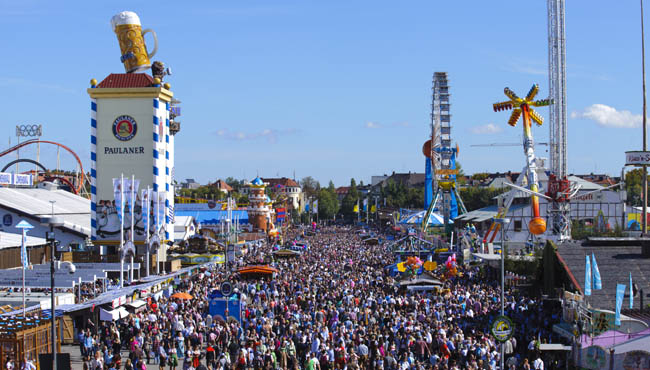 Клуб путешествий Павла Аксенова. Германия. Бавария. Мюнхен. Festival Oktoberfest in Munich on October. Фото filmfoto - Depositphotos