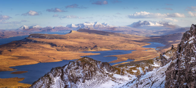Клуб путешествий Павла Аксенова. Великобритания. Долина Глен-Мор. The Scottish Highlands. Фото zoltangabor - Depositphotos