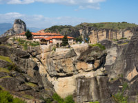 Греция. Метеора. Agios Stefanos St Stefan Monastery on Meteora rocks aerial panoramic view, Greece. Фото Kisa_Markiza - Depositphotos