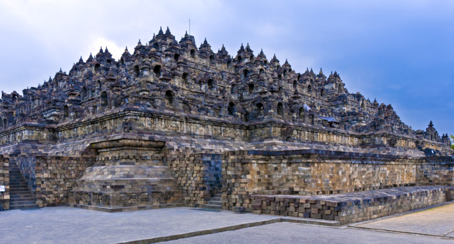 Клуб путешествий Павла Аксенова. Индонезия. Боробудур. Borobudur Buddhist temple (IX cent.), Java, Indonesia. Фото  Rostislav Ageev - Depositphotos