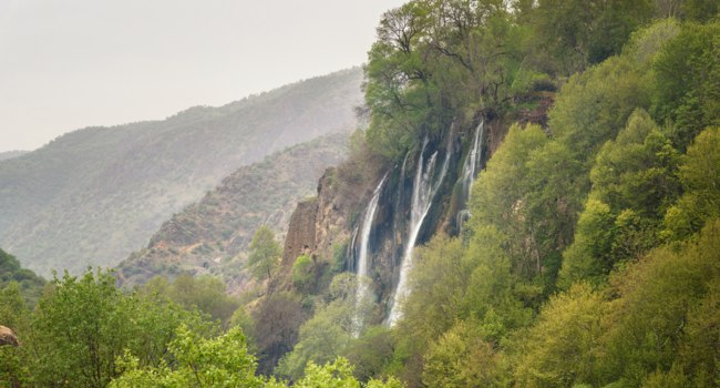 Иран. Водопад Бише. Bisheh waterfall in f Zagros mountains at Lorestan Province. Iran. Фото ElenaOdareeva - Depositphotos