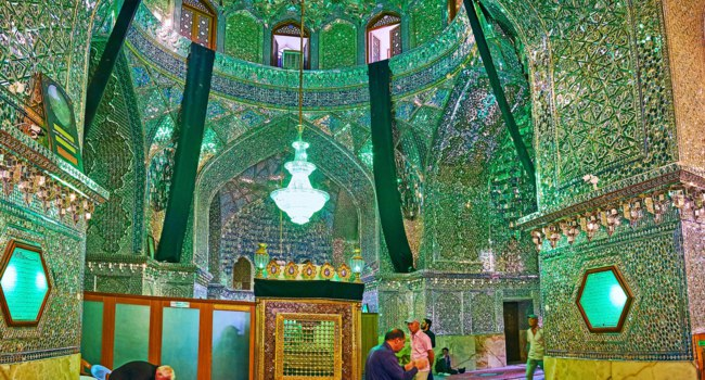 Иран. Шираз. The Mirror Hall of Imamzadeh Ali Ibn Hamzeh Holy Shrine with mausoleum in the middle and ornate mirrorwork in Shiraz. Фото efesenko - Deposit