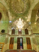 Иран. Шираз. Мавзолей и мечеть Али ибн Хамзе. Beautiful interior of prayer hall in Ali Ibn Hamzeh Holly Shrine. Фото efired - Depositphotos