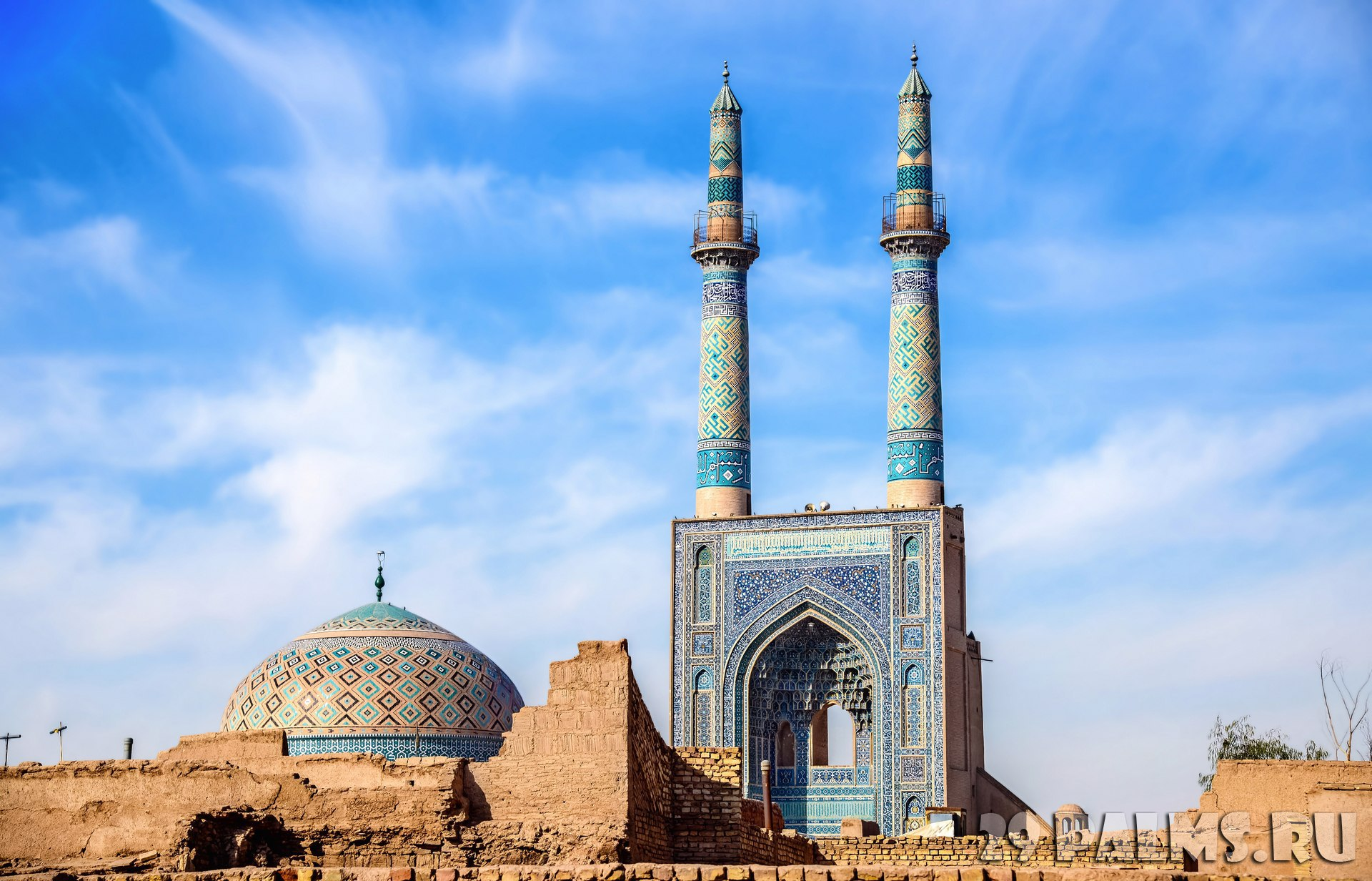 Иран. Йезд. Мечеть Джаме. Jame Mosque of Yazd in Iran. The mosque is crowned by a pair of minarets, the highest in Iran. Фото Leonid_Andronov - Depositphotos