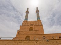 Иран. Йезд. Мечеть Джаме. Yame mosque in old city Yazd has the tallest portal of all mosques in Iran. Фото dbajurin - Depositphotos