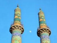 Иран. Йезд. Мечеть Джаме. Minarets at the Congregational Mosque, Jame Mosque in the ancient city of Yazd, detail, Iran. Depositphotos
