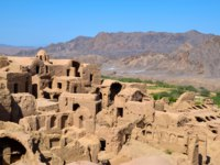 Иран. Йезд. Заброшенный город Харанек. Kharanagh Ardakan Castle, ancient village near the desert city of Yazd in Iran. Фото KlaraVlasakova - Depositphotos