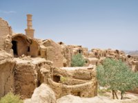 Иран. Йезд. Заброшенный город Харанек. Kharanagh Ardakan Castle, ancient village near the desert city of Yazd in Iran. Фото MichalKnitl - Depositphotos