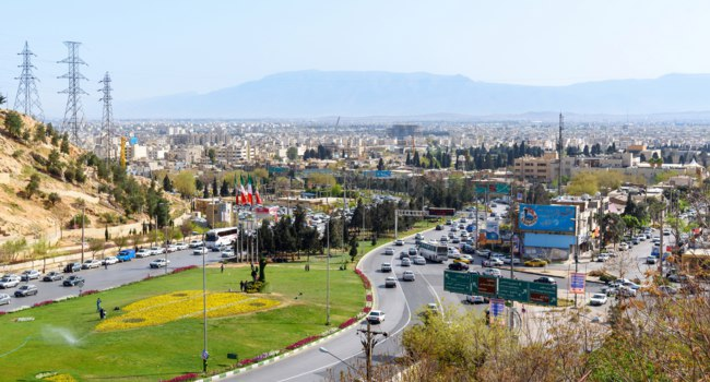 Иран. Шираз. На въезде в город. View of the Shiraz city from hillside Sabooy near Qur'an Gate. Iran. Фото ElenaOdareeva - Depositphotos