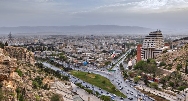 Иран. Шираз. Панорама города. Panoramic view from above to Shiraz before sunset, Iran. Фото grigvovan - Depositphotos