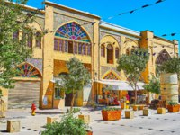 Иран. Шираз. Улица Занд. Walk the medieval Zand street with its small shops, teahouses, fresh juice bars, souvenir stores in pots in Shiraz. Фото efesenko - Deposits