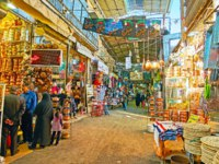Иран. Рынки Шираза. Walk along the covered street of Ordu Bazaar with many cookware shops and copper workshops in Shiraz. Фото efesenko - Depositphotos