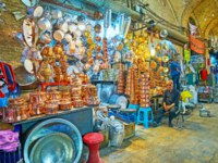 Иран. Рынки Шираза. The copper cookware shop in Mesgarha Bazaar, famous tourist location of the city in Shiraz. Фото efesenko - Depositphotos