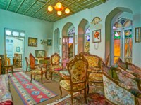 Иран. Шираз. Family restaurant in historic mansion the room is decorated in classic style with vintage carved furniture, carpets windows in Shiraz. Фото efesenko-Deposit