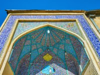 Иран. Шираз. The rich tiled decoration of the iwan (portal) of the historic mosque of Imam Sajjad in Shiraz, Iran. Фото efesenko - Depositphotos
