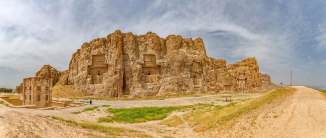 Иран. Накше-Рустам. Naqsh-e Rustam Panorama of the historical four tombs belonging to Achaemenid kings and Cube of Zoroaster view. Фото dbajurin-Deposit